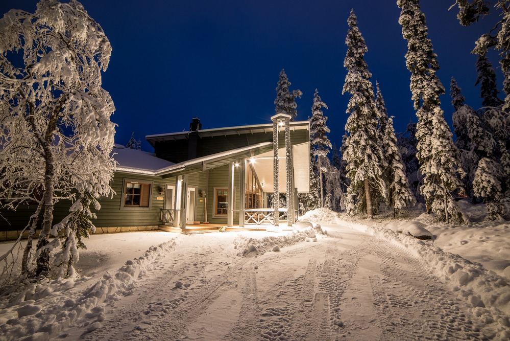 Päärakennus talvi